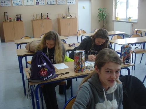 wolontariusze-ze-szkouy-w-radawnicy-liczipieniadze-4